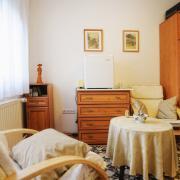 Idősek otthona szobái